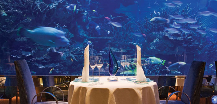 L'un d'eux est dans les Emirats Arabes Unis, précisément dans la ville de Dubaï. Nathan Outlaw au restaurant Al Mahara est un hôtel ultra luxueux locale situé dans l'emblématique Burj Al Arab.
