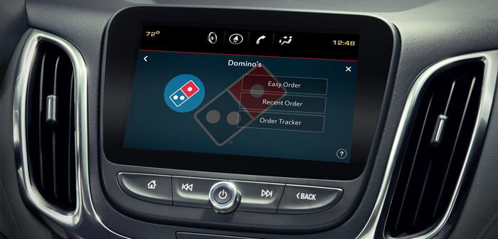 Un caso similar es el de Ford SYNC AppLink. Con este sistema los conductores pueden hacer su pedido de pizza cuando aún están en tránsito. Con un poco de maña esta integración puede emplearse para recibir pizza en la puerta de nuestro hogar tan pronto como dejemos el coche aparcado.