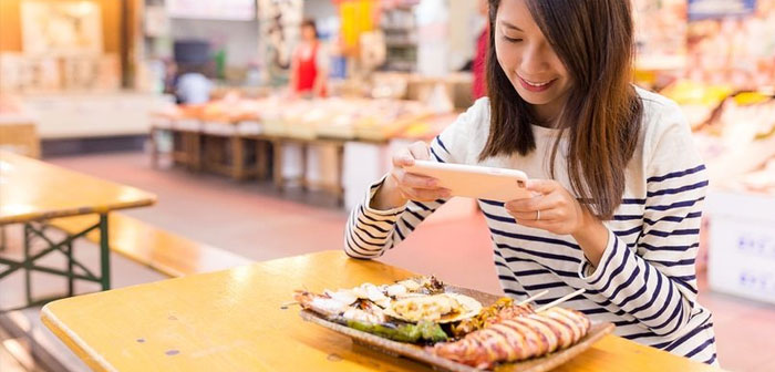 Dining entries that are shared on the mobile app work like ads: WeChat when a user reads one of these posts and likes the content, This may end up being shared and reach more people.