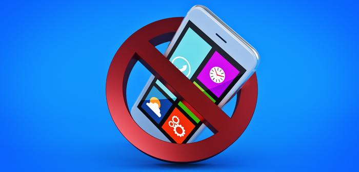 De plus en plus de restaurants se joignent à la tendance à interdire l'utilisation des téléphones portables à leur bureau