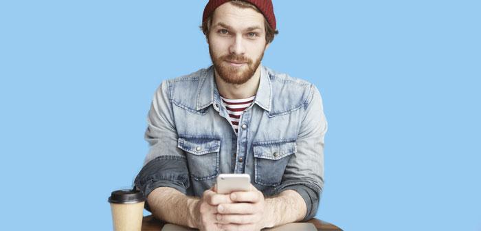 Une étude met en garde contre les avantages potentiels que les travailleurs de restaurants utilisent leur smartphone pendant les heures de travail