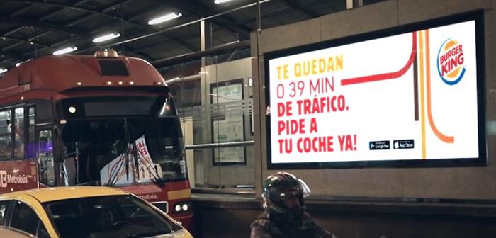 Burger King a également loué les panneaux publicitaires sur les routes, autoroutes, circonvallations, détours et entrées de la ville.