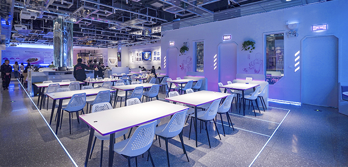 Se trata del Foodom Robotic Restaurant, the first restaurant of its kind in the canton of Guandong. The establishment is run by the specialized robotics group holding company Country Garden, Qianxi Robotic Catering Group.