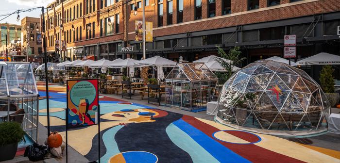 Avec ce panorama à l'horizon, les professionnels de l'hôtellerie sont obligés d'aiguiser leurs esprits. Et l'une des idées qui a le plus de succès parmi les restaurants sont les cabines de verre ou les igloos situés dans les espaces extérieurs des restaurants..