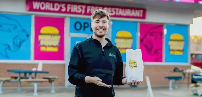 MrBeast has also launched its own virtual brand: MrBeast Burger. Its reduced menu specially designed for the young fans who follow it is available for distribution in more than 300 United States locations