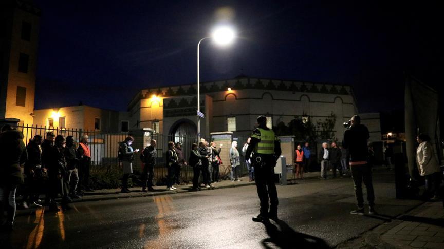 Hollanda'da cami önünde 'İslam karşıtı' gösteri