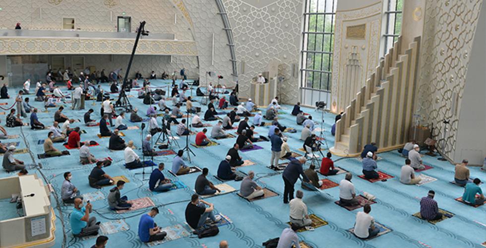 DİTİB camilerinde bu yıl 8 rekat teravih kılınacak