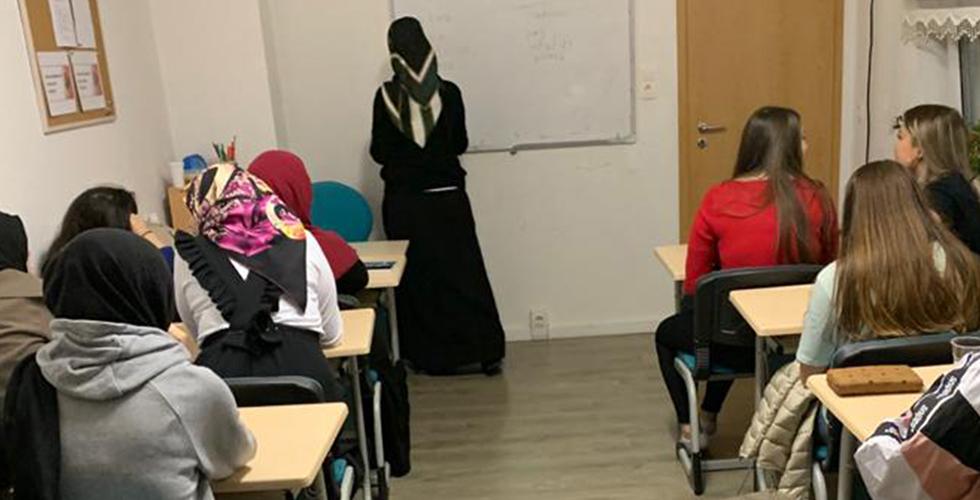Lüdenscheid DİTİB Camii'nde öğrencilere yönelik diksiyon kursu