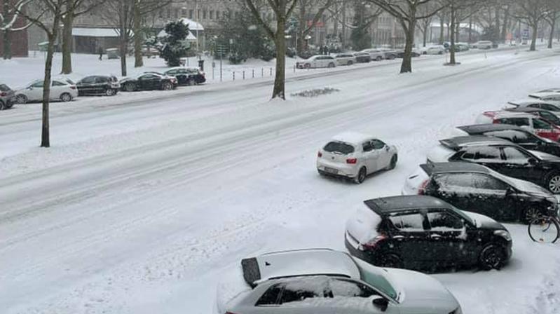 Almanya'yı kar ve aşırı soğuk etkisi altına aldı