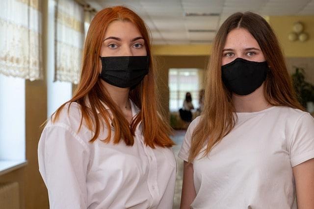 İngiltere'de öğrencilere maske takma zorunluluğu getirildi