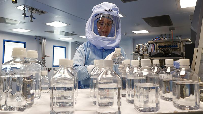 BioNTech üretim tesisinin kapıları gazetecilere açıldı