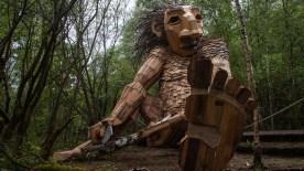 Belçika ormanlarına gizlenmiş devasa ahşap heykeller
