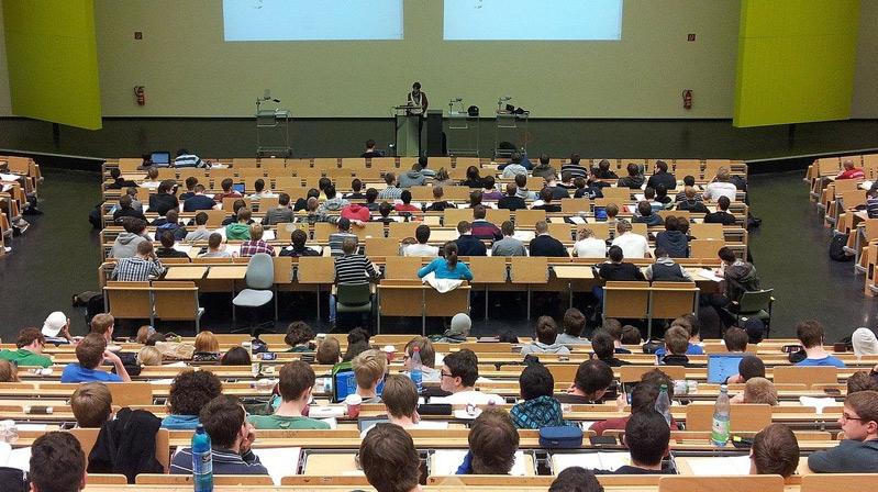 İngiltere'de üniversite sınavları iptal! Türk öğrenciler şimdi ne yapacak?