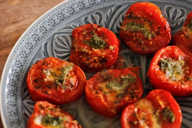 gebackene tomaten mit parmesan. Black Bedroom Furniture Sets. Home Design Ideas