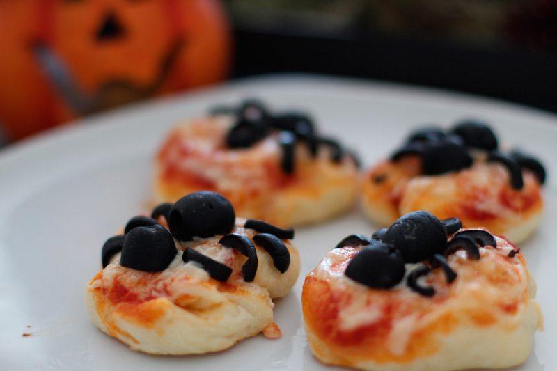 Halloween Snack Spider Pizza – Mini Pizzen