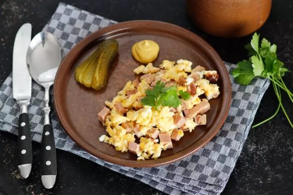 Rührei mit Leberkäse - Frühstück