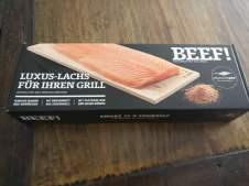 Ikarimi Lachs von DeutscheSee und BEEF! - Ganzer Lachs auf Holzplanke gegrillt