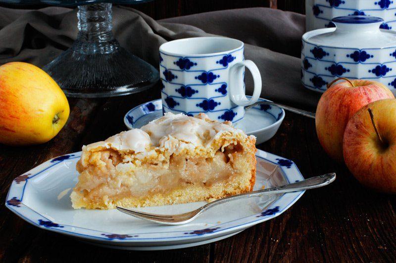 Saftiger Apfelkuchen mit Glasur wie von Oma