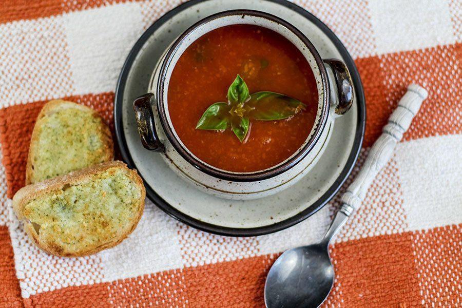 einfache tomatensuppe aus dosentomaten selber machen die k che brennt. Black Bedroom Furniture Sets. Home Design Ideas