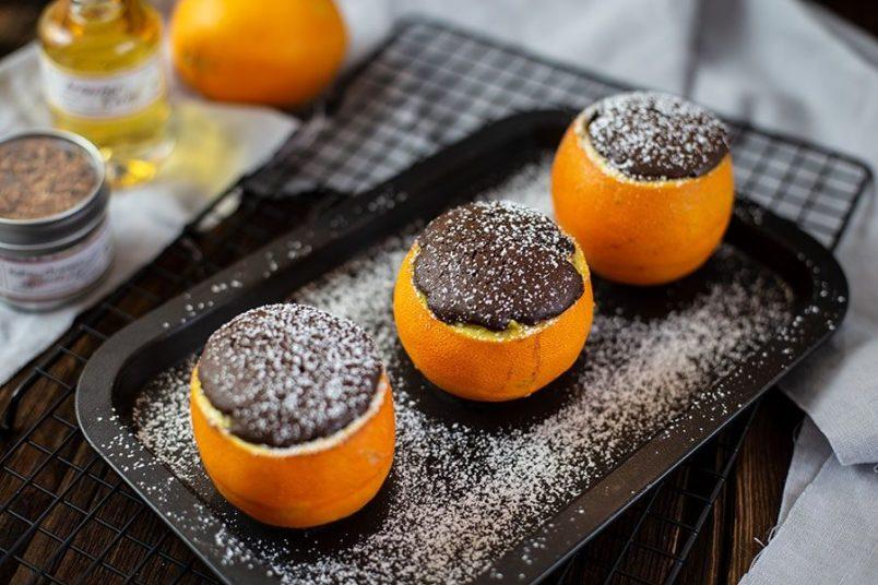 Dessert in Orangenschale - Warmer Obstsalat mit Schokohaube