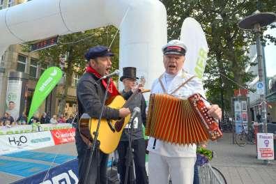 10.09.2017, 28. Barmer GEK Alsterlauf in Hamburg - obligatorisch: das vom Jung mit dem Tüdelband....