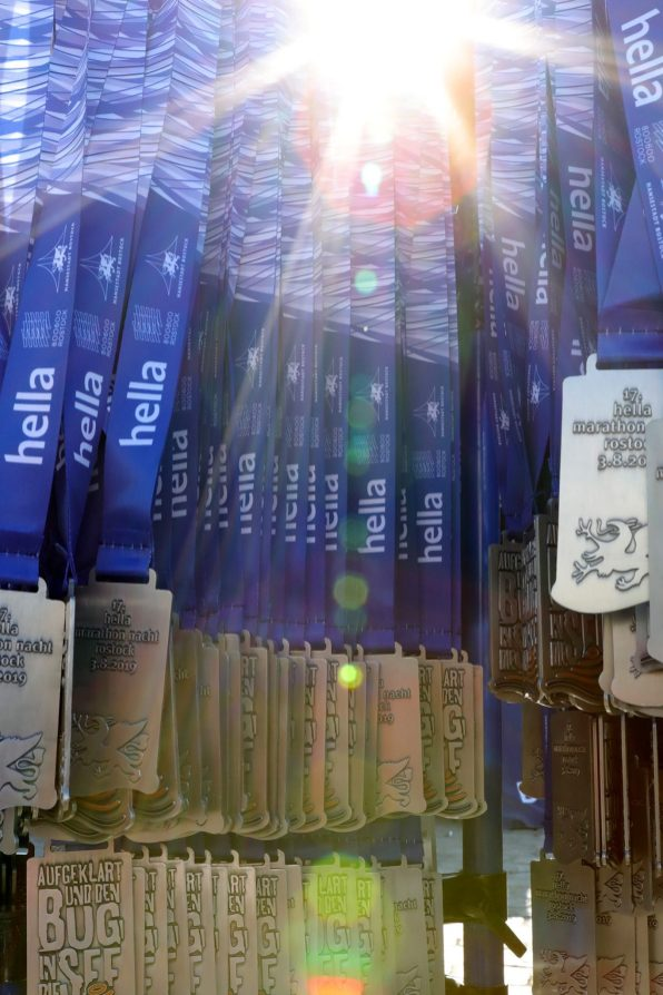 1. Platz Medaille: hella marathon nacht rostock (1)