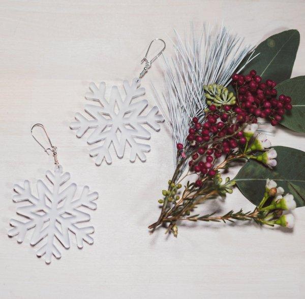 Weihnachtsohrringe Schneeflocke. Die Macherei