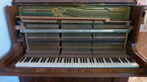 Hoffmann, W., privates Klavier