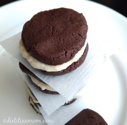 Vegan, plant-based, egg-free, dairy-free, nut-free, gluten-free, valentines day, healthy snack recipe, healthy treats, whole foods, clean eating, low sugar, low refined sugar, So Healthy You Won't Believe It Vegan Oreo Cookies