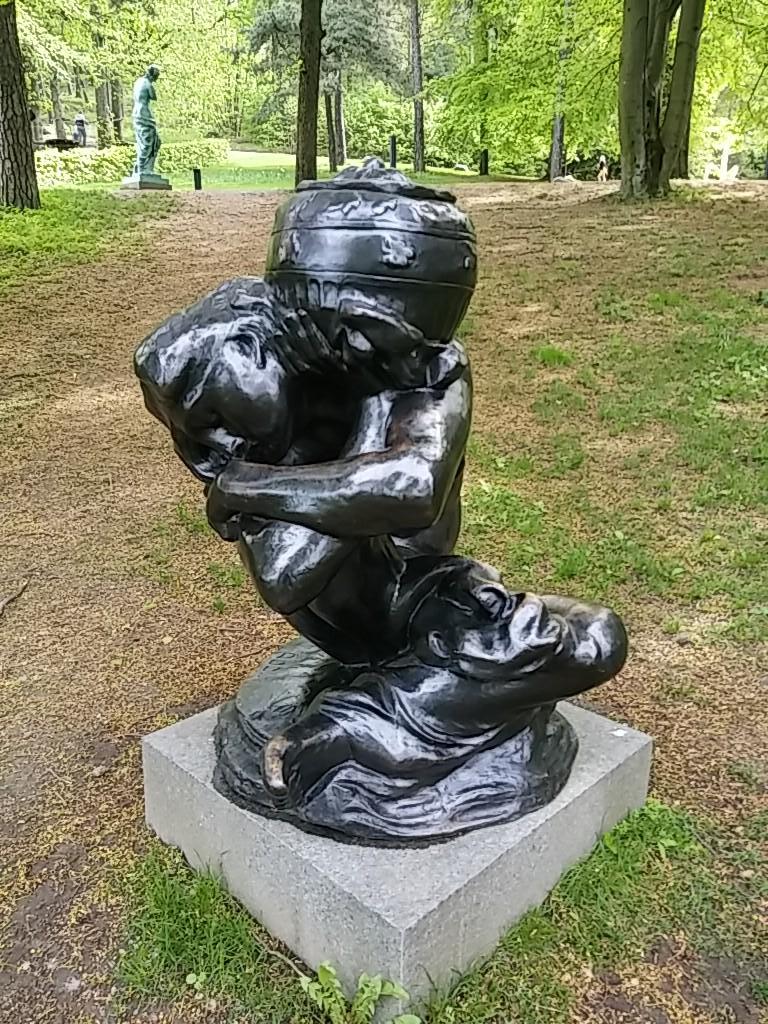 Auguste Rodin Cariatide tombée à l'urne