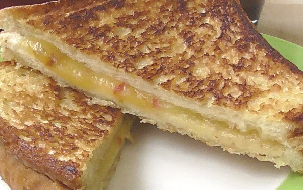 How to Make a Classic Grilled Cheese Sandwich