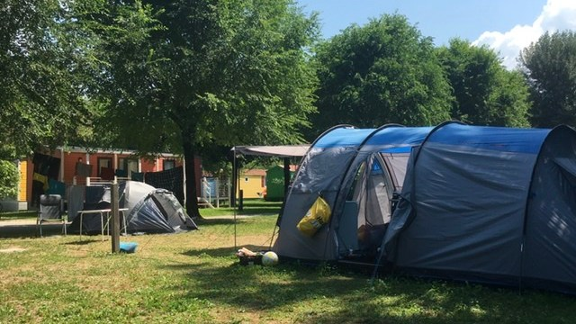 Zoek als introvert maar eens een vriend(in) op de camping