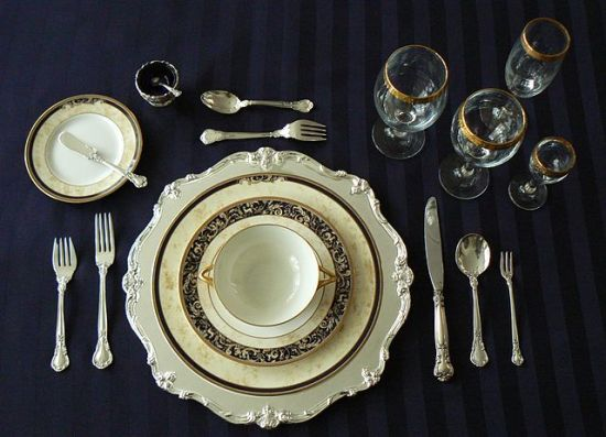 Difference Between Etiquette and Manners