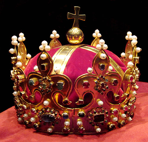 Autocracy vs Monarchy