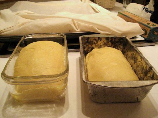 Key Difference - Baking Powder vs Yeast