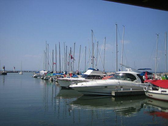Key Difference - Dock vs Pier