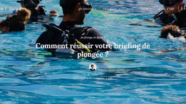 un instructeur effectue un briefing de plongée dans une piscine