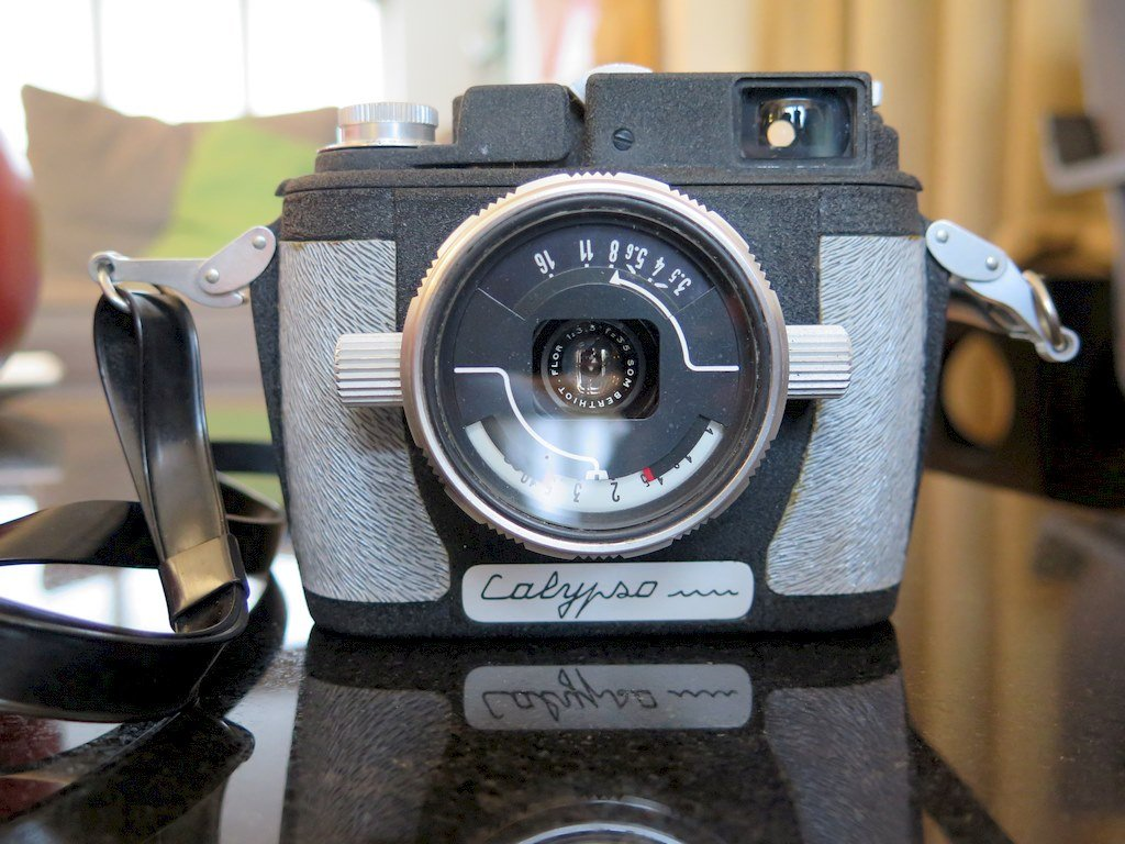 Un appareil photo ancien exposé