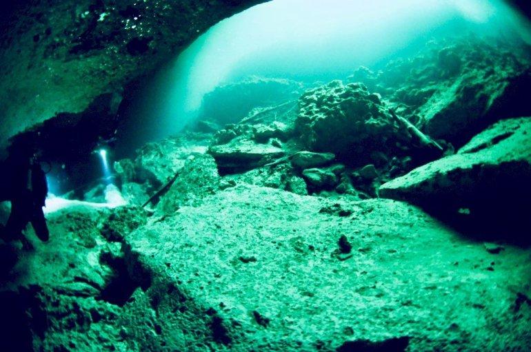 Vue d'une plongée dans le cénote El Eden