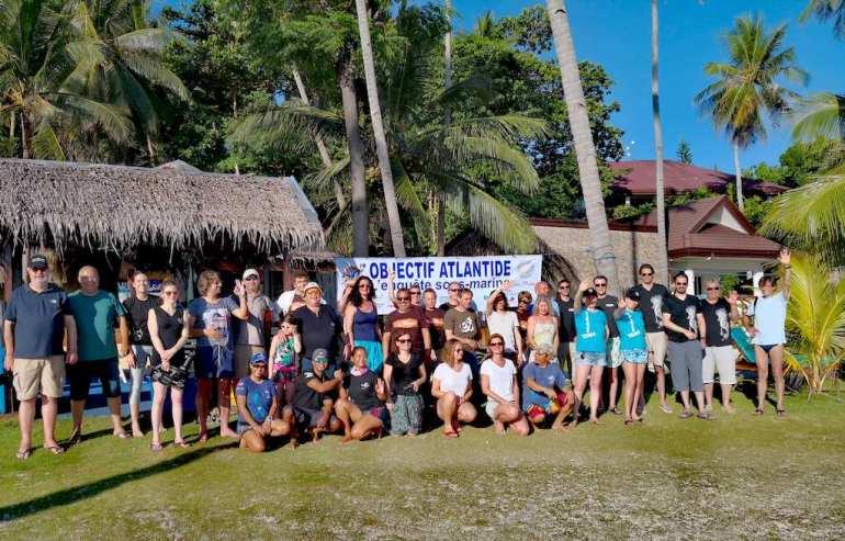 Le groupe Objectif Atlantide au complet aux Philippines