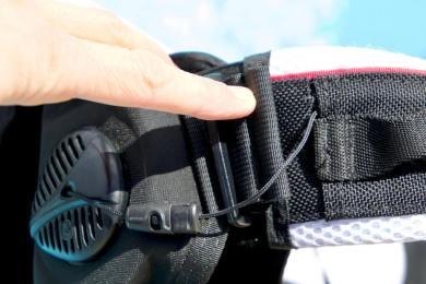 L'attache bretelle/enveloppe du gilet de plongée Rogue