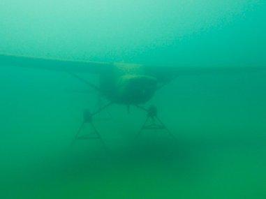 Un avion sous l'eau de la carrière de Floreffe