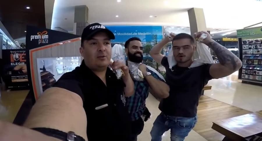 [Video] Hombre paga fotomulta por 540 mil pesos con monedas de $50