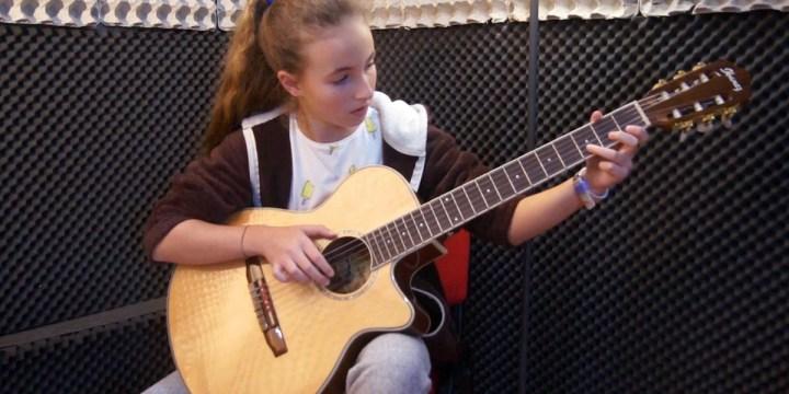 ALECRIM – Estudo de Guitarra por Débora Rodrigues