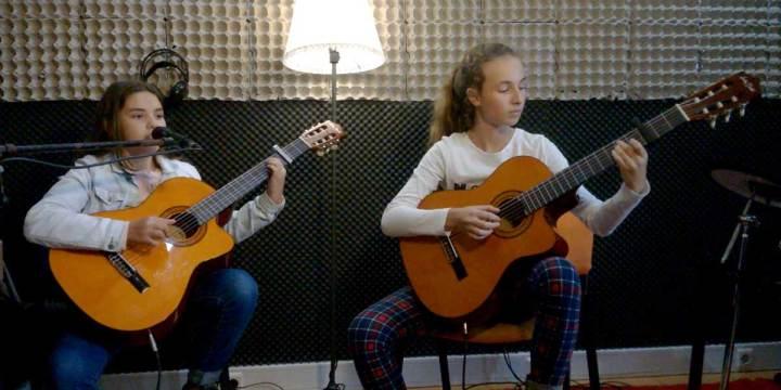 TREVO – Cover de guitarra e voz por Inês Correia e Débora Rodrigues