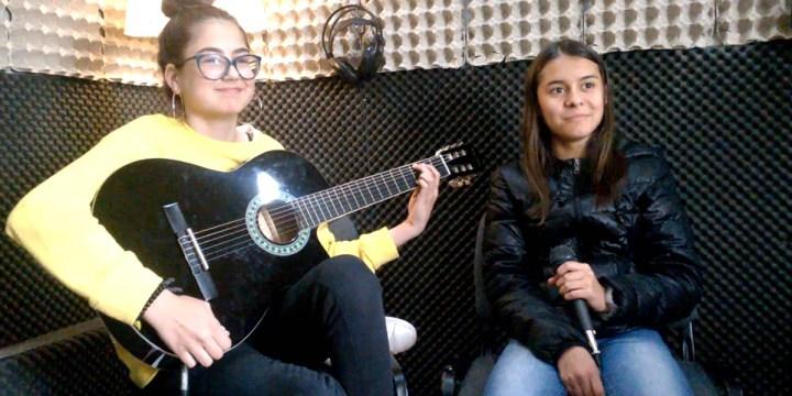 """""""Anzol"""" – Radio Macau – Cover de Guitarra e Voz por Eva Meneses e Mariana Pereira"""