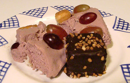 Rotweincreme mit Trauben