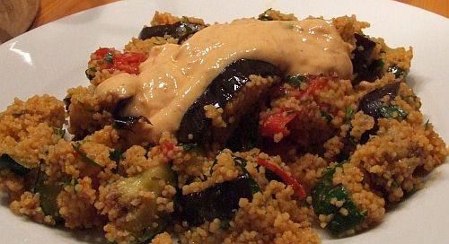 Vegetarische Couscous-Pfanne mit Auberginen und Zucchini