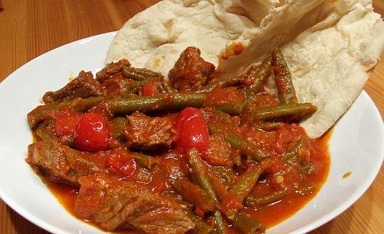 Ganaouia - Rindfleisch mit Okraschoten (hier aber mit grünen Bohnen)