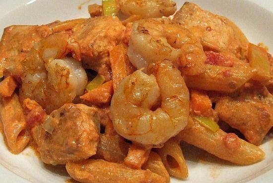 Scharfe Pasta mit Lachs und Garnelen